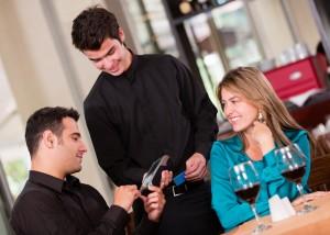Kdo plača večerjo na prvem zmenku?