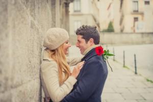 Na zmenek lahko prideš z rožo