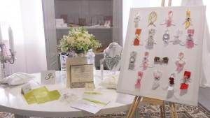 V White Couture ponujajo tudi poročne tiskovine in naprsne šopke, ki jih izdelujejo sami. Vir: White Couture