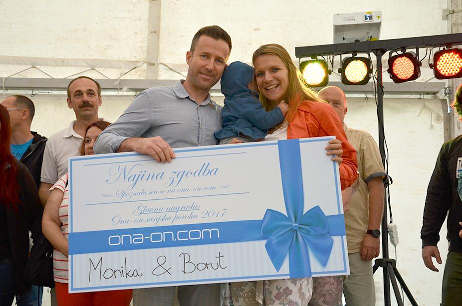 Zmagovalca natečaja Najina zgodba in prejemnika Sanjske ona-on.com poroke Monika & Borut