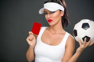 Če boš preveč govoril o sebi, ti bo dekle kaj hitro dalo rdeči karton. Vir: Shuttesrtock