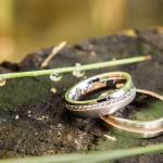 Monika in Borut sta si večno ljubezen obljubila s prstani iz Zlatarnice. Foto: Jean Kanoyev Photography