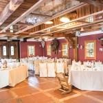 Prostor za poročno zabavo pri Hiši Lisjak je že pripravljen. Foto: Jean Kanoyev Photography