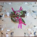 Čudovita dekoracija iz Cvetličarne Lilija je krasila vse mize. Foto: Jean Kanoyev Photography