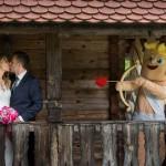 Moniko in Boruta je v zakonski stan pospremil tudi kupid Ljubo. Foto: Jean Kanoyev Photography