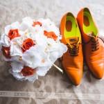 Prav tako poročni šopek iz Vrtnega centra Gašperlin in čevlji po meri iz čevljarstva Mihoya. Foto: Max Verderber