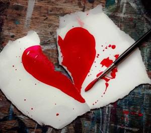 broken-heart-2208596_1280-min