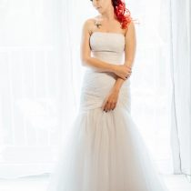 Poročna obleka in nevesta