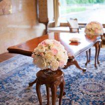 Poročni šopek na mizi